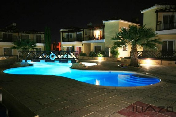 Sirena-Cypria-pool-terrace-night%20n[1]